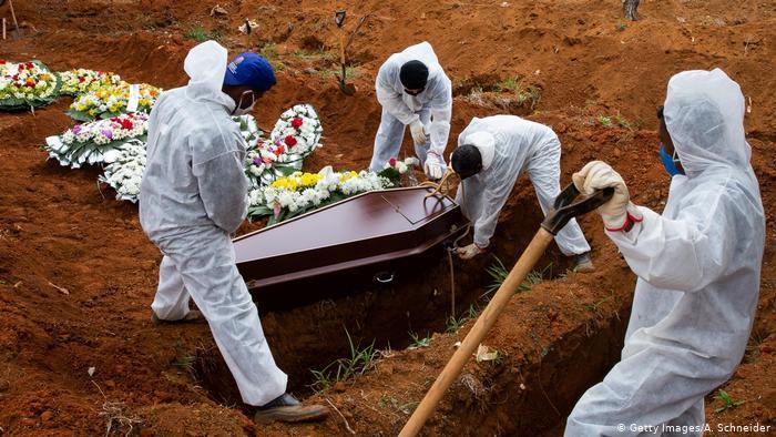 2020 fecha com quase 195 mil mortes pelo novo  coronavírus