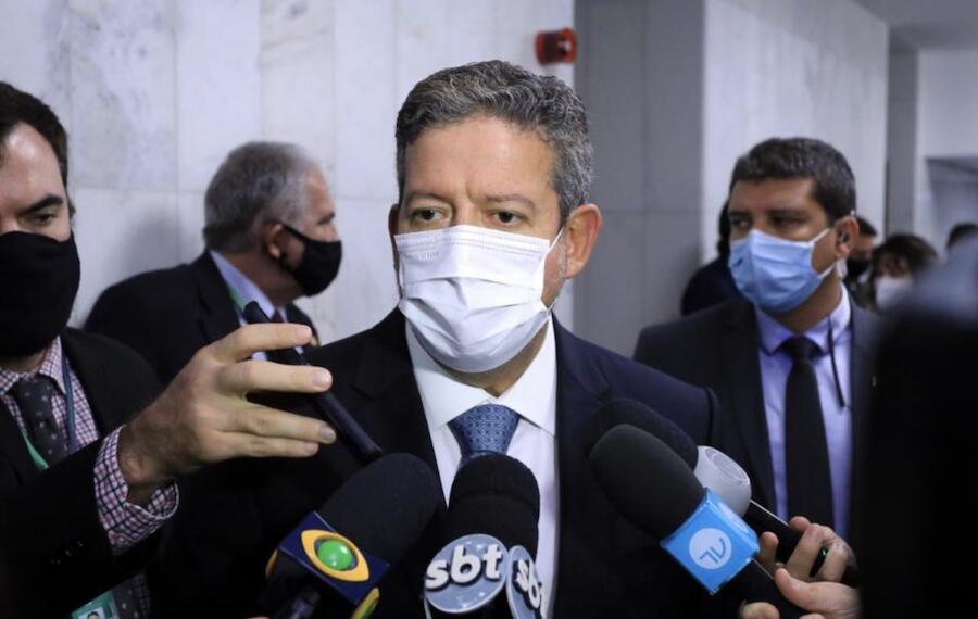 Arthur Lira anuncia 140 milhões de doses da vacina e auxílio emergencial