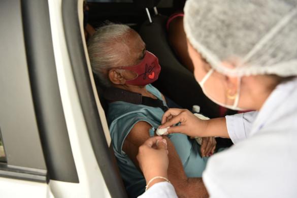 Caucaia realiza mais um drive-thru de vacinação neste fim de semana