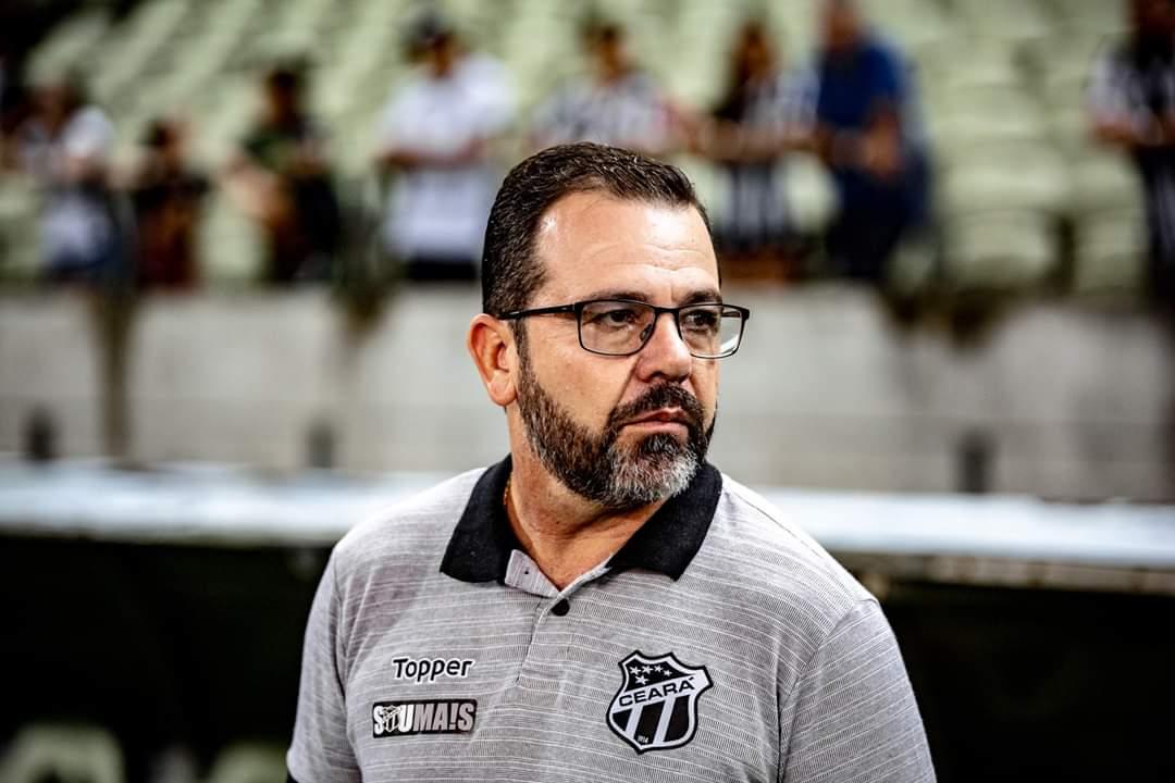 Ceará demite Enderson Moreira