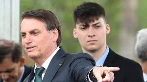 Filho mais novo de Bolsonaro vai entrar na política
