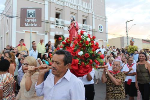 Milhares de fiéis na Festa de Bom Jesus dos Passos, em Jardim