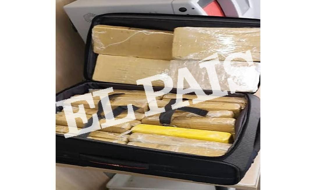 Jornal espanhol mostra imagem da mala com drogas transportada por militar no avião da FAB