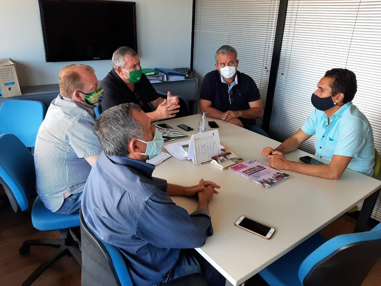 Domingos Neto se reúne com representantes do setor de agronegócios
