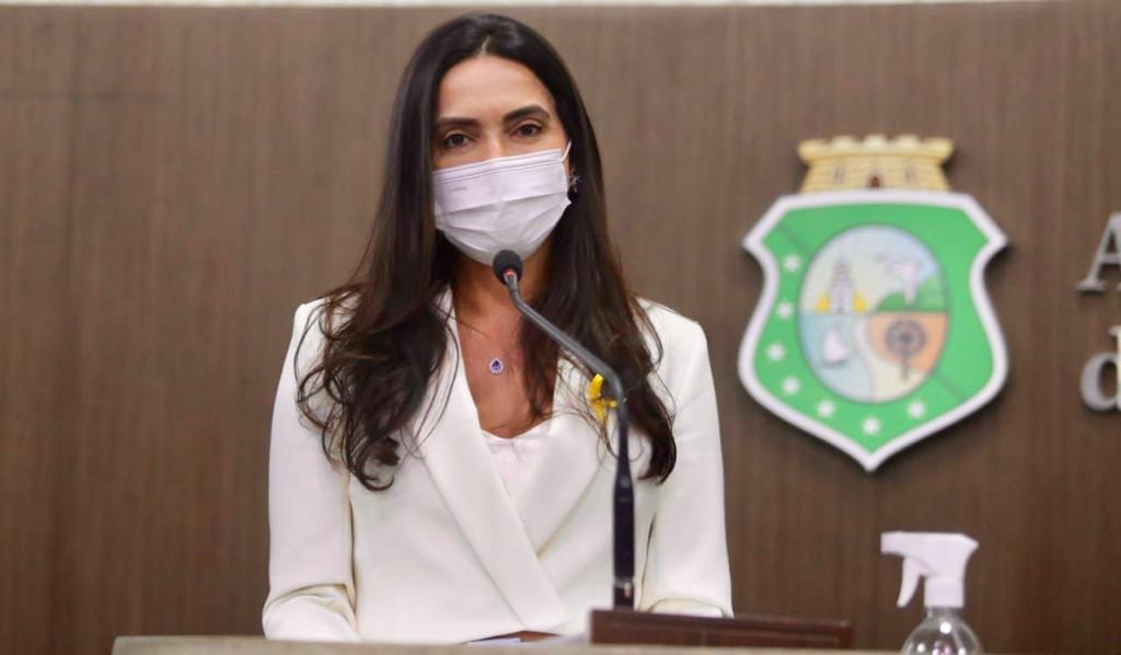 Deputada Adelânia alerta sobre assédio sexual dentro das escolas e anuncia projeto de lei sobre o assunto