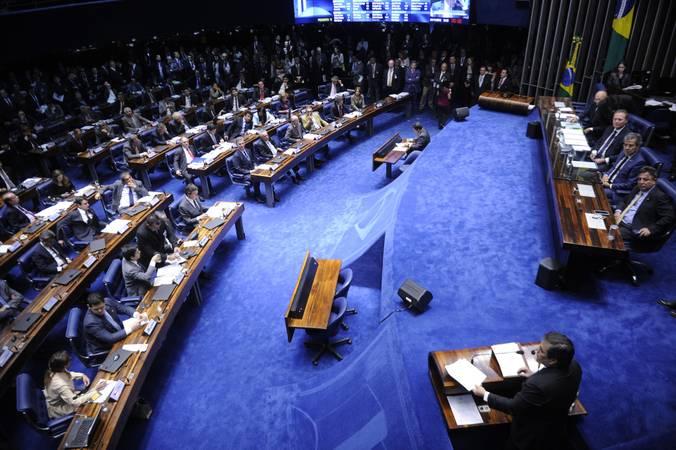 Senador apresenta proposta  para que presidente da República, governador e prefeito se afaste seis meses antes para concorrer à reeleição
