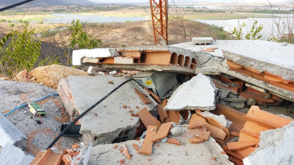 Explosão criminoso destrói emissora de Rádio em Choro'