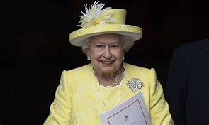 Rainha Elizabeth posa para foto ao lado de seus herdeiros ao trono, veja