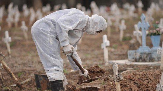 Covid-19 já matou mais de 330 mil pessoas no Brasil