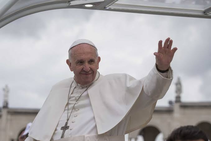 Papa Francisco é internado para cirurgia no estômago