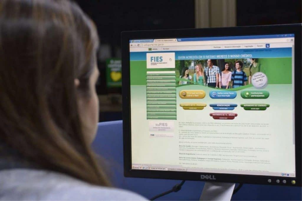 FNDE prorroga prazo para estudantes fazerem o aditamento do Fies