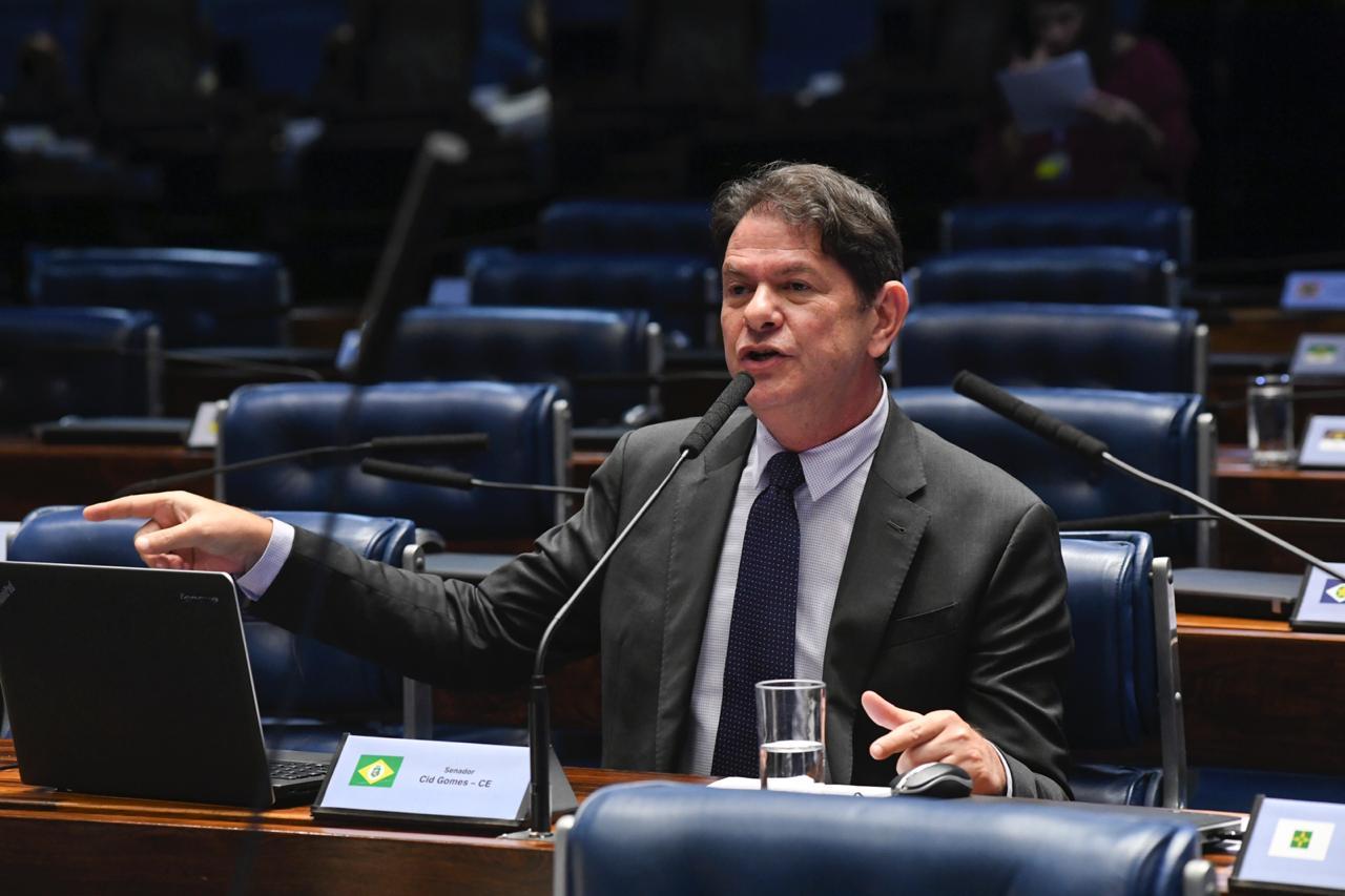 Cid Gomes critica projeto de Bolsonaro que altera regras do Código de Trânsito Brasileiro