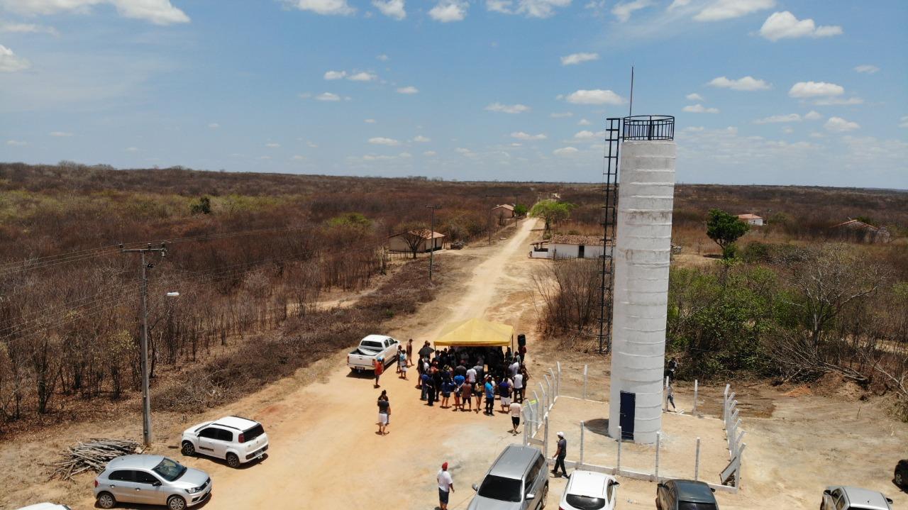 Prefeitura de Nova Russas entrega rede de abastecimento de água na localidade Cachoeira de Cima