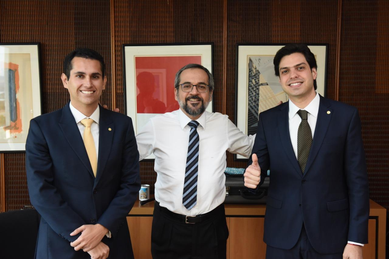 Deputado Domingos Neto e AJ Albuquerque se reunem com ministro da Educação