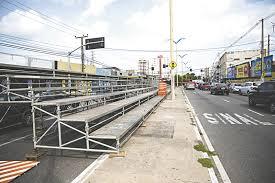 Canteiro central da Avenida Domingos Olímpio interditado nesta quinta para instalação de arquibancadas