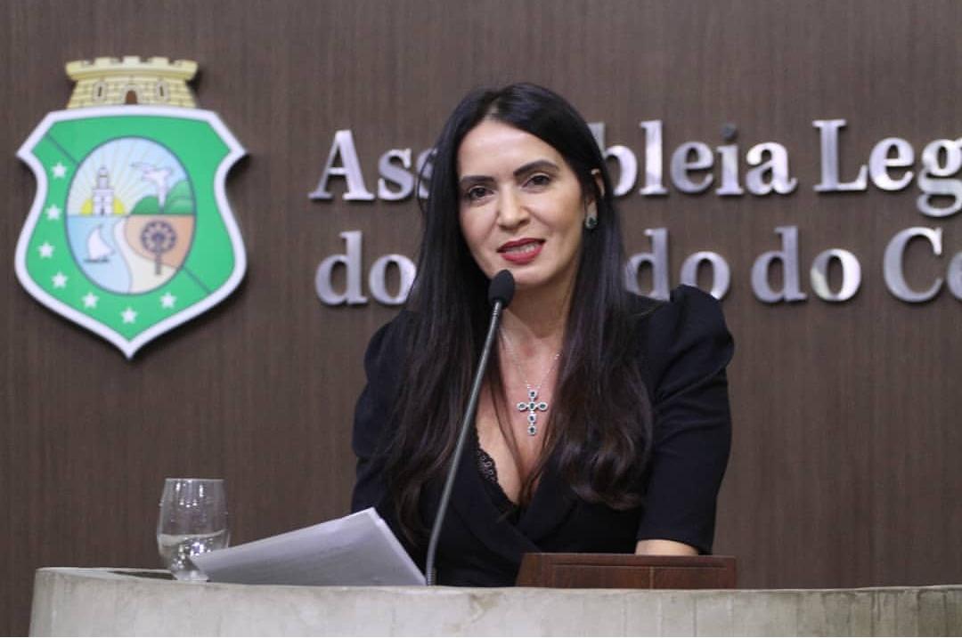 Projeto Ciência Itinerante: Deputada Aderlânia leva ônibus-laboratório para Banabuiú
