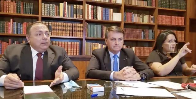 Bolsonaro diz que devemos tocar a vida sobre a chegada de 100 mil mortes por coronavírus