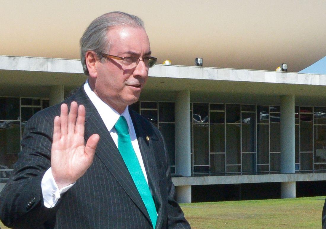 Justiça revoga prisão domiciliar de Eduardo Cunha, ele está livre