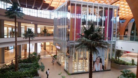 Restaurantes e shoppings abrem a partir de hoje com funcionamento até 22 horas
