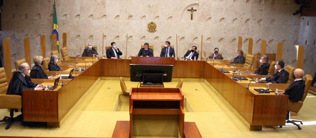 Ministros do STF decidem que estados e municípios proíbam cultos e missas