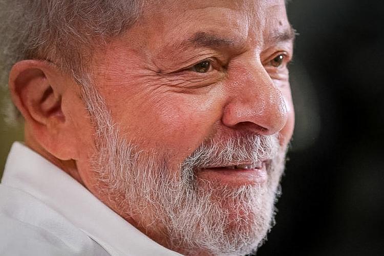 """Em nova entrevista, Lula dispara """"Quer que eu passe o bastão? Corra mais do que eu"""""""