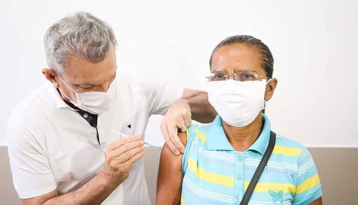 Vacinação contra Covid em Fortaleza é selecionada para receber recursos internacionais