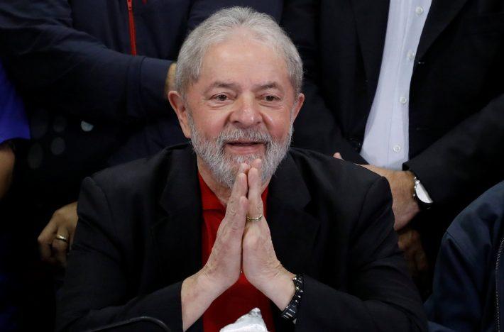 Lula deixa a cadeia em Curitiba
