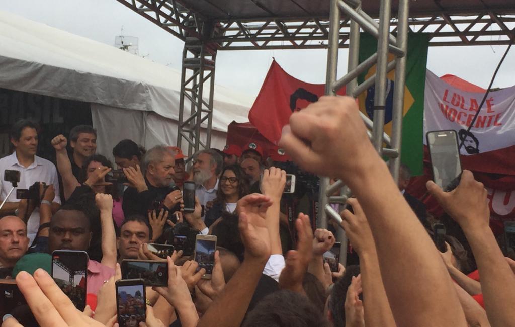 Lula discursa depois da saída da prisão – veja o vídeo