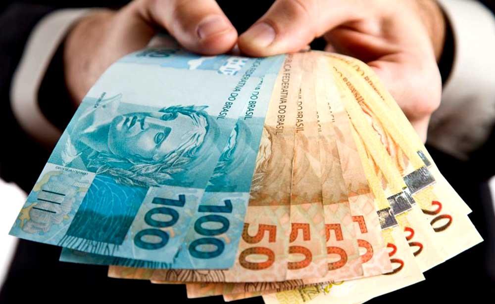 Aquiraz anuncia pagamento da primeira parcela do 13° salário nesta sexta-feira, o primeiro do Ceará