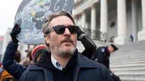 Ator vencedor do Globo de Ouro é detido em manifestação nos Estados Unidos