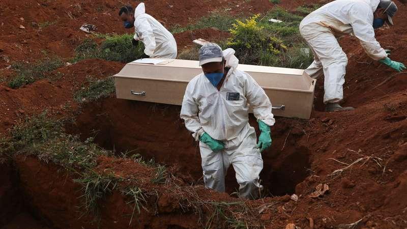 Mortes por Covid-19 no Brasil passam de 2 mil em 24 horas