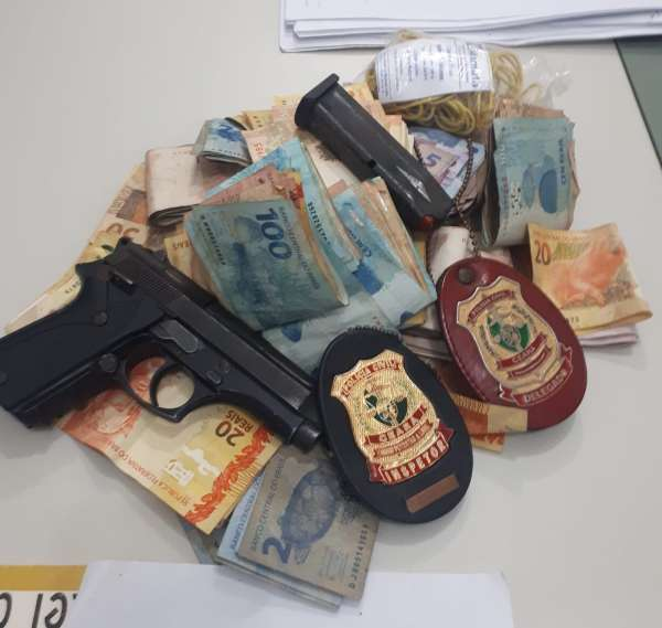 Homem tentar subornar delegado com R$ 10 mil reais durante depoimento