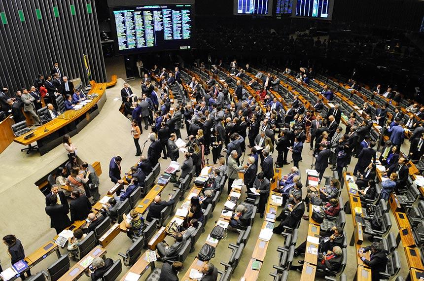 Derrubado veto de Bolsonaro sobre ampliação de benefícios para idosos e deficientes carentes