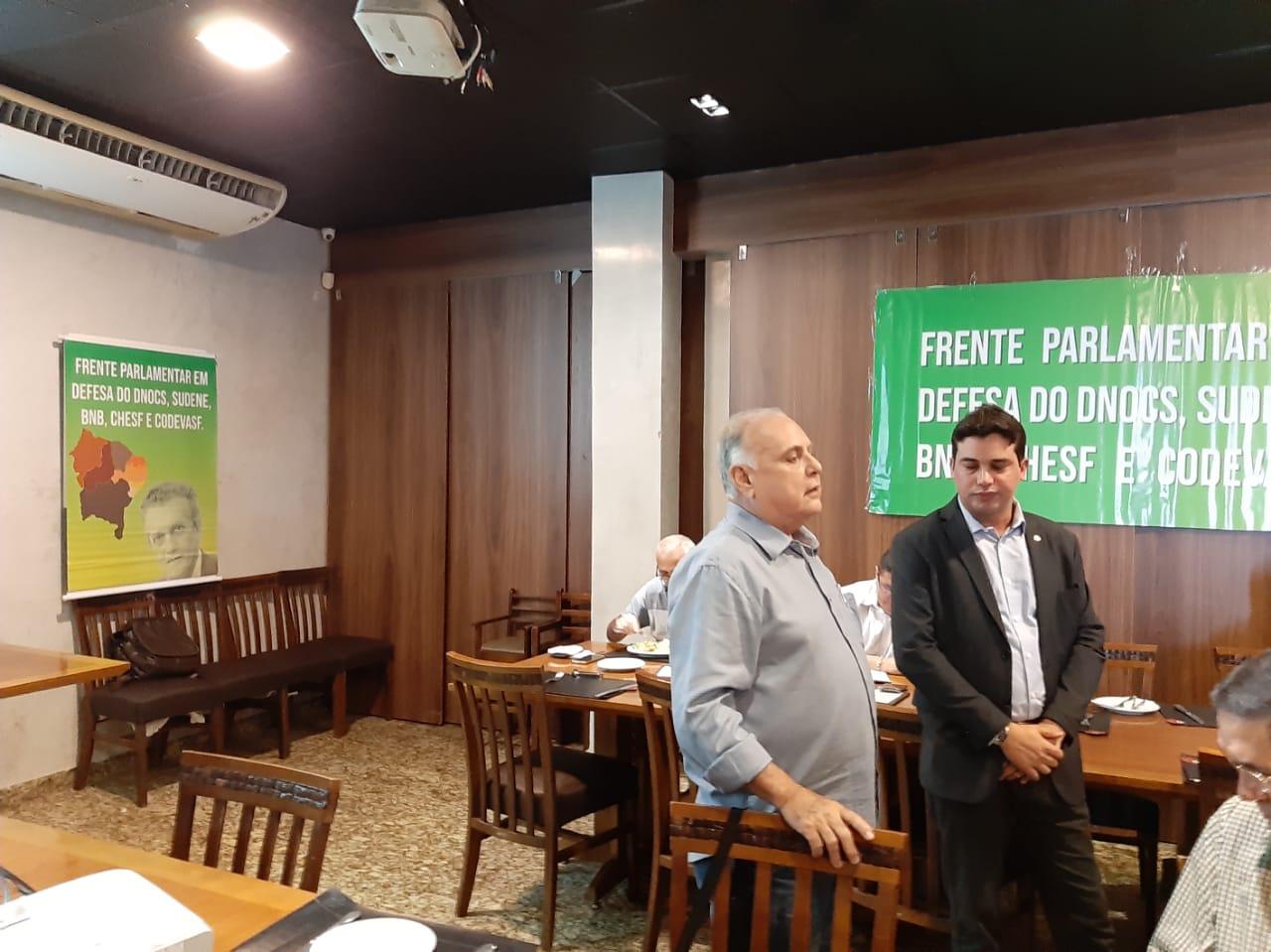 Deputados Roberto Pessoa e Junior Mano reúnem a imprensa para prestar conta da viagem aos países asiáticos