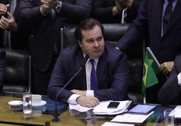 Rodrigo Maia chora durante aprovação da reforma da Previdência