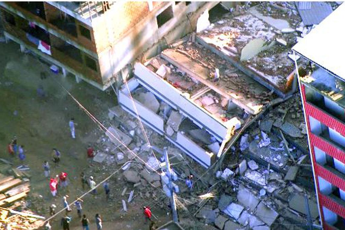 Dois prédios desabam no Rio de Janeiro