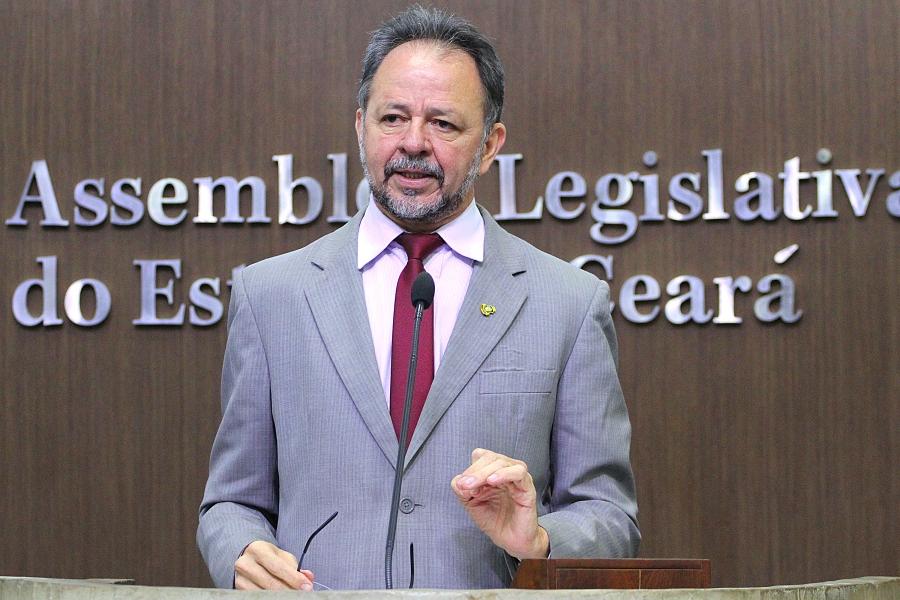 Deputado Acrísio Sena propõe criação do Parlamento Jovem Cearense