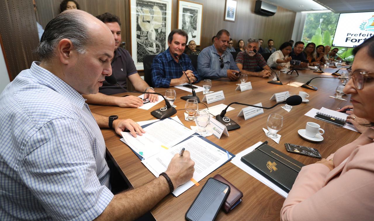 Prefeito Roberto Cláudio reajusta piso nacional dos agentes comunitários de Saúde e de Controle de Endemias