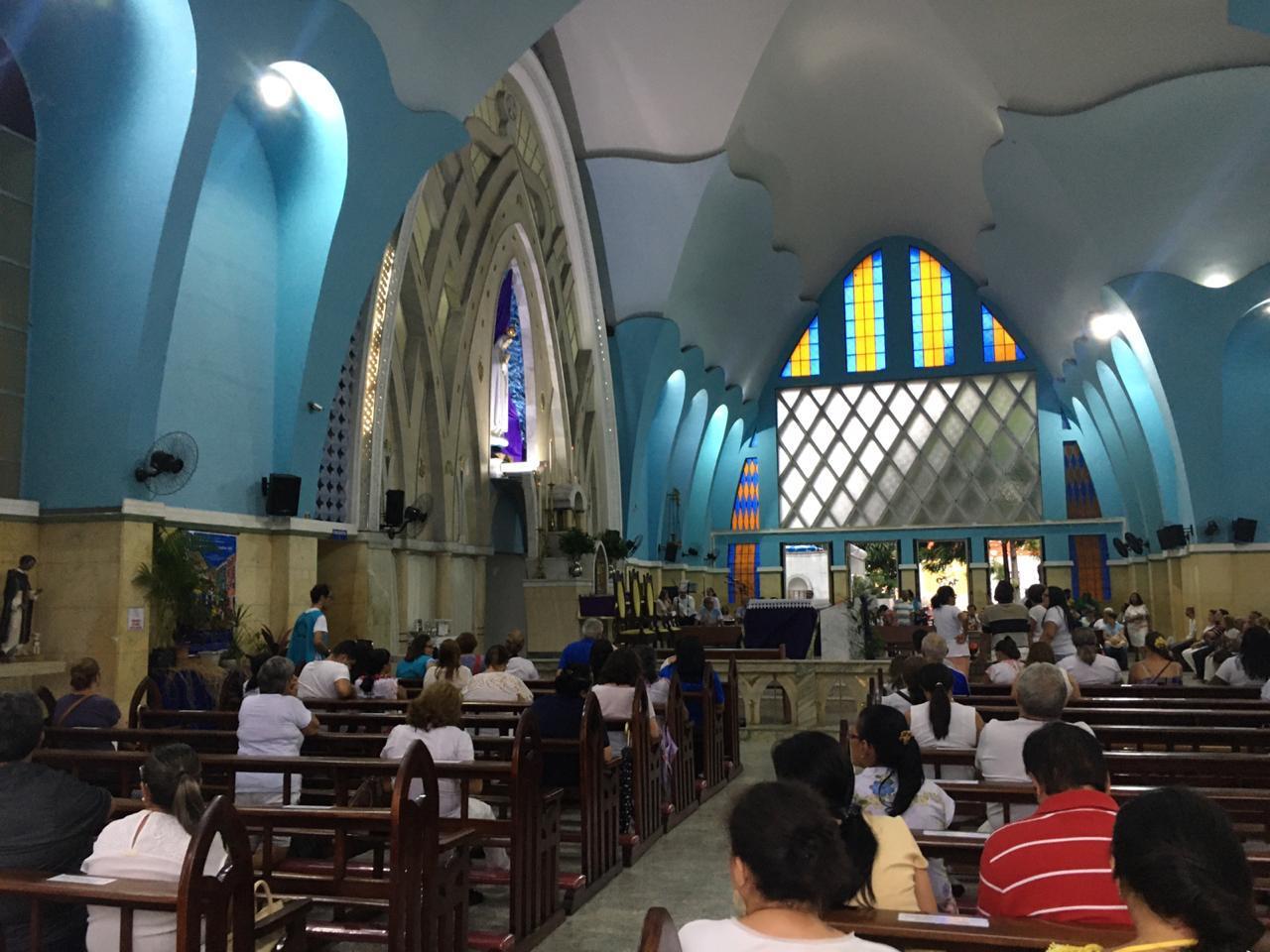 Medo do coronavírus esvazia missa do dia 13 na Igreja de Fátima