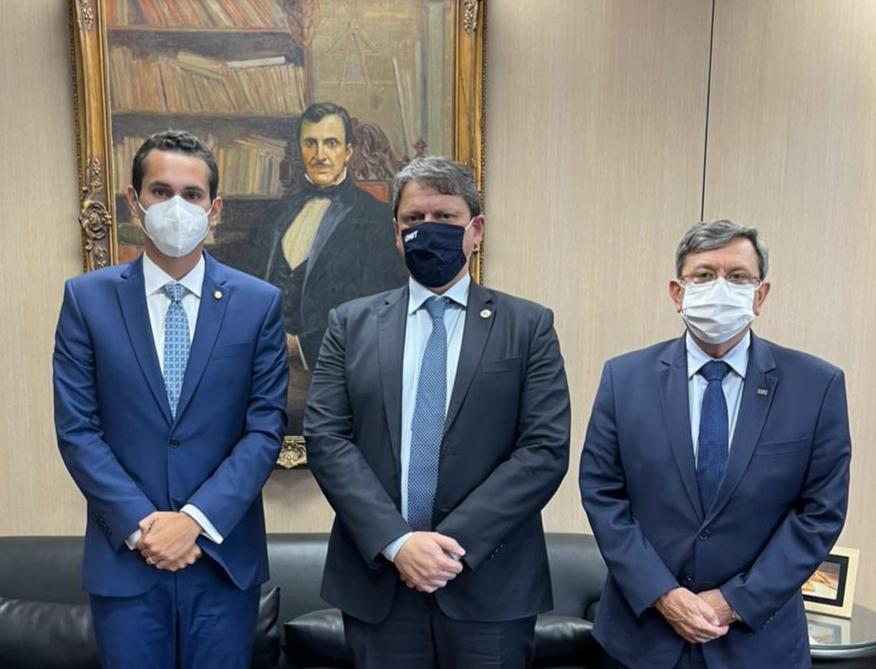 Domingos Neto se reúne com ministro da Infraestrutura e o diretor-geral do DNIT para viabilizar obras no Ceará