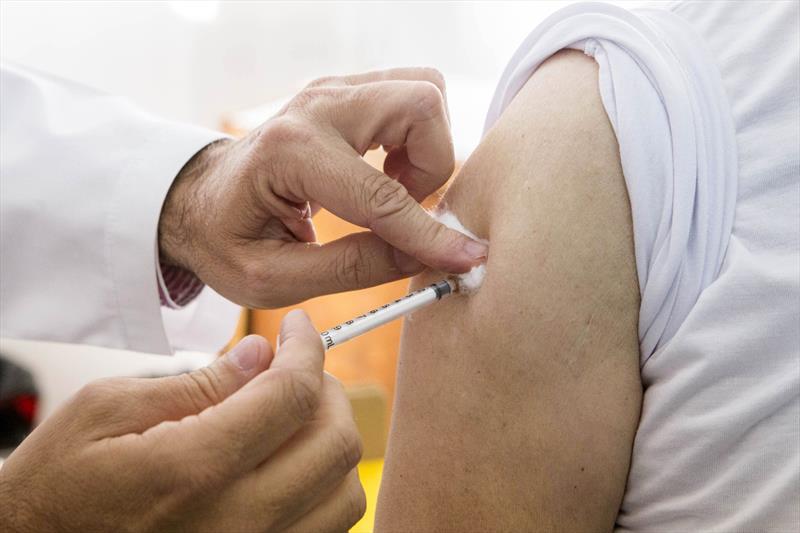 Vacinação contra COVID-19 no Brasil deve começar no dia 19, terça-feira