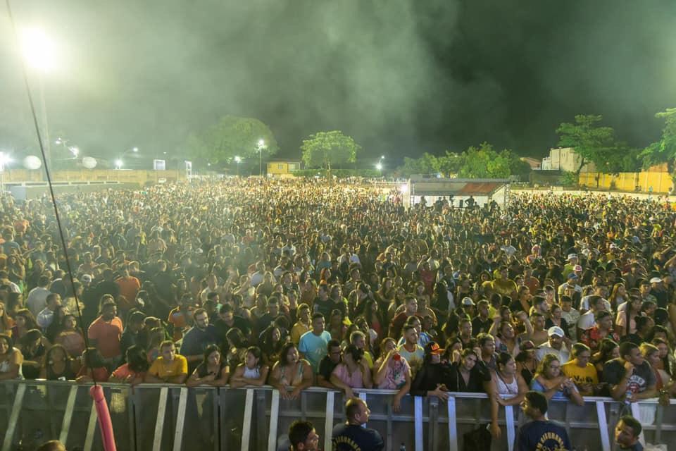 Multidão , emoção, organização, diversão e Wesley Safadão no aniversário de Aquiraz