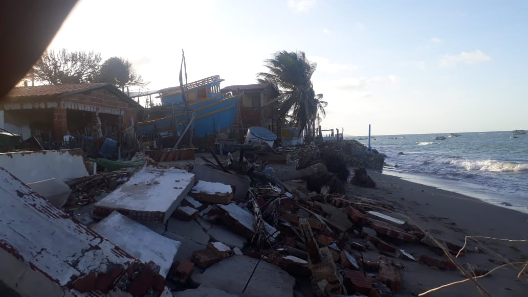 Avanço do mar destrói casas na Praia da Barrinha em Icapuí – veja o vídeo