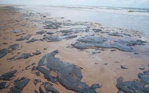 Consumidor pode remarcar viagem a praias atingidas por mancha de óleo de forma gratuita