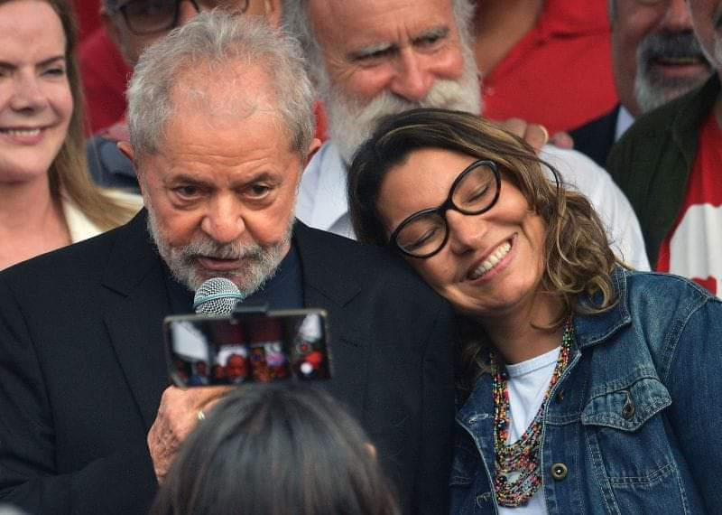 Noiva de Lula deixa emprego de 15 anos e salário de R$ 20 mil para cuidar do ex-presidente