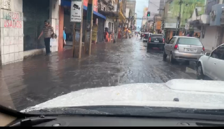 Deputado Heitor Ferrer denuncia serviço mal feito nas ruas do centro de Fortaleza – veja o vídeo