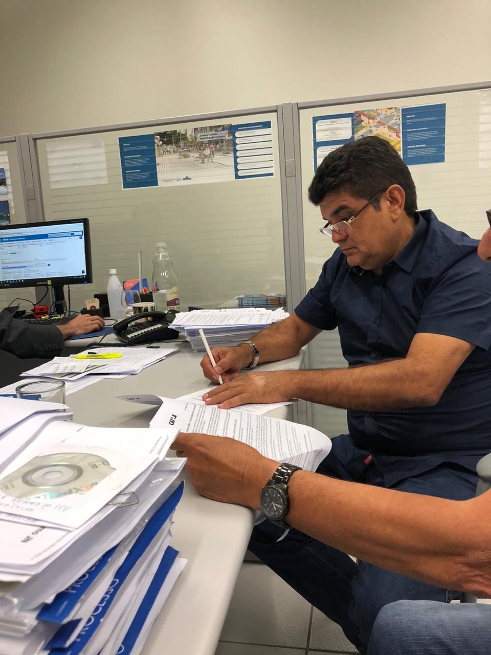 Filho Noronha assina convênios junto à Caixa Econômica Federal para mais investimentos em Parambu