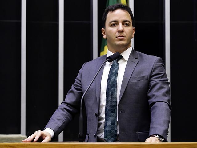Deputado Célio Studart suspeito de viajar para canonização de irmã Dulce com dinheiro público