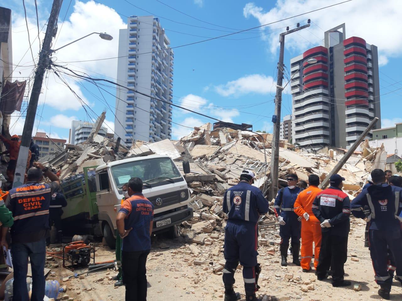 Governador Camilo Santana se manifesta sobre desabamento de prédio em Fortaleza, confira