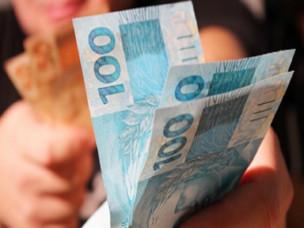 Prefeitura de Aratuba paga primeira parcela do 13° salário dos servidores municipais